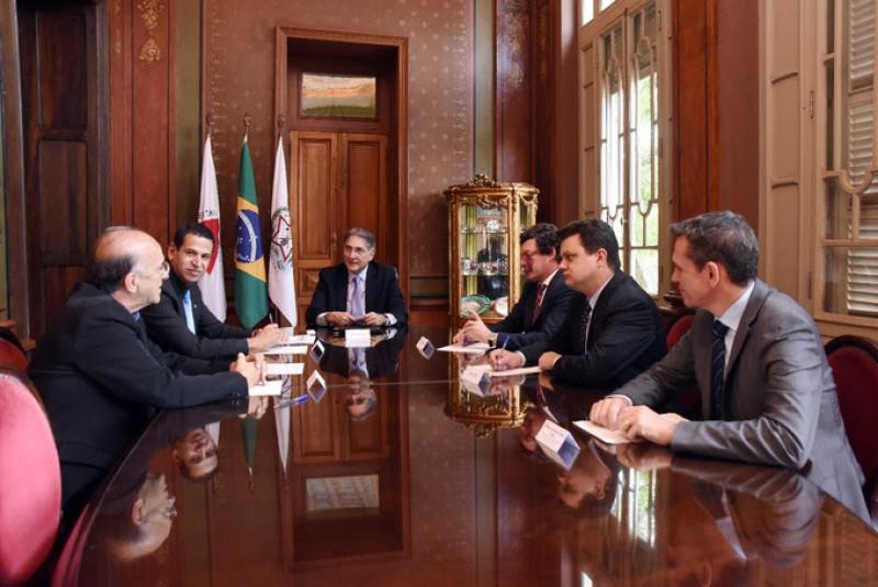 Fernando Pimentel recebe Marcos Coelho em audiência oficial