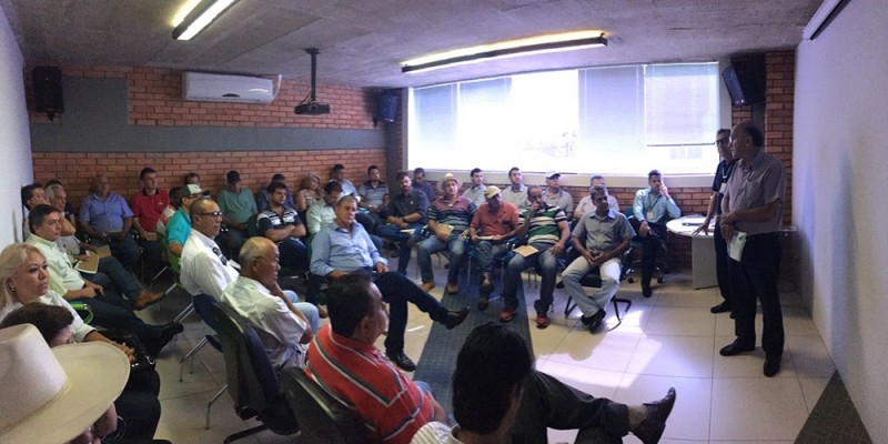 Prefeito visita Cooperativa de Crédito Rural de Araguari