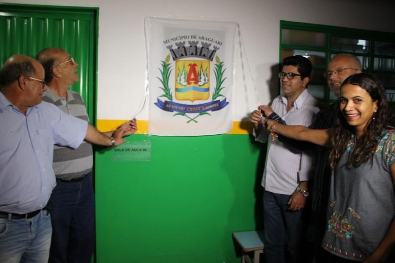 Inauguração de quadra em escola de Piracaíba viabiliza a prática esportiva e outras atividades