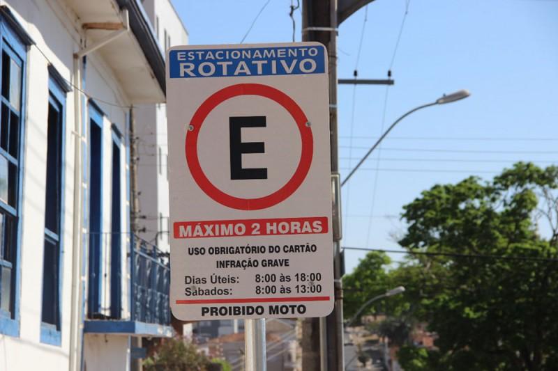 Começou hoje fase de adaptação da zona azul em Araguari