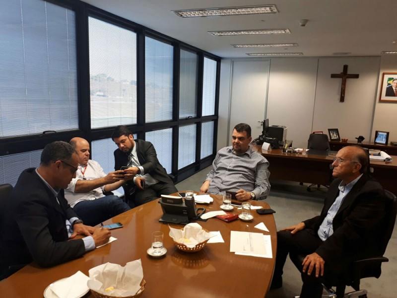 Prefeito Municipal busca recursos para Araguari e convida Governador para evento da CJ Selecta