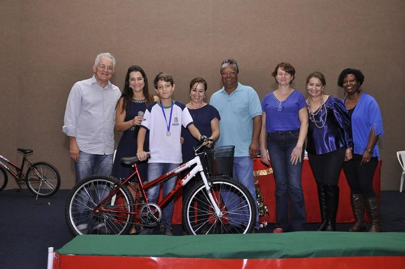 Prefeitura de Araguari premia alunos ganhadores do Concurso de Desenhos e Redação das ações estratégicas de Erradicação do Trabalho Infantil