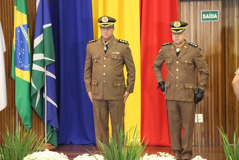 Prefeito de Araguari recebe da Policia Militar de Minas Gerais Diploma de Colaborador Benemérito